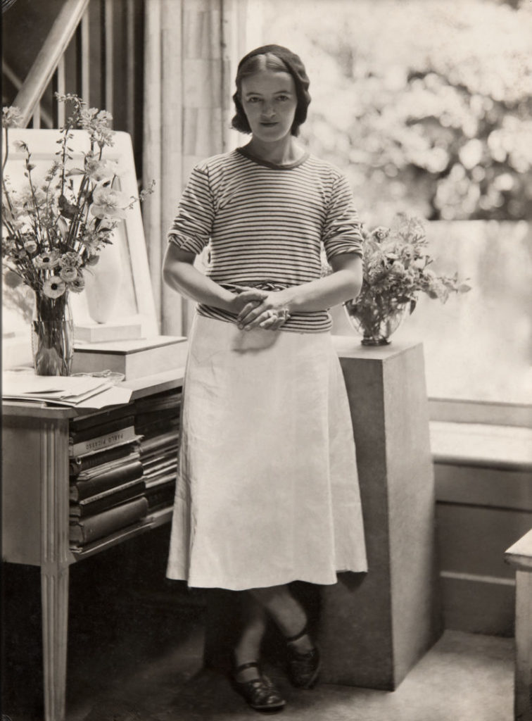 Hepworth in the Mall Studio, London, 1933 Photograph by Paul Laib The Barbara Hepworth Photograph Collection © The de Laszlo Collection of Paul Laib Negatives, Witt Library, The Courtauld Institute of Art, London